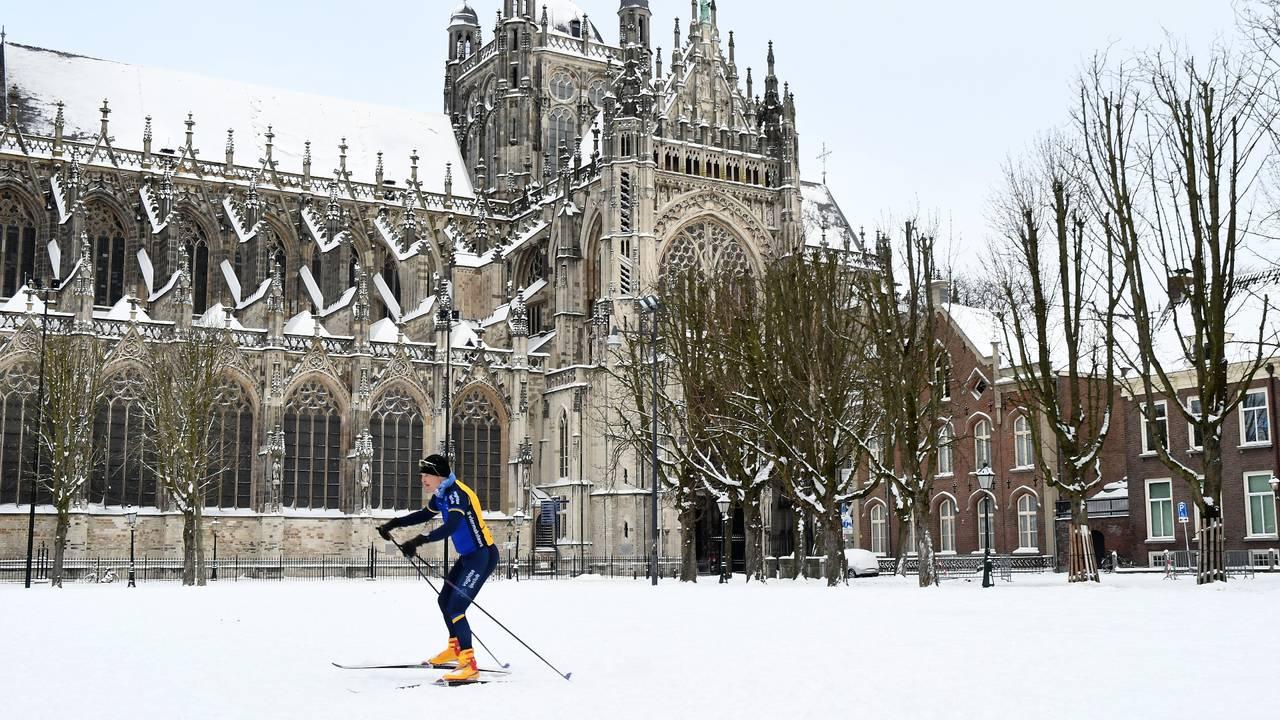 Sneeuwnieuws: eerste schaatsers op het ijs, cv-monteurs zijn de helden van vandaag - Omroep Brabant