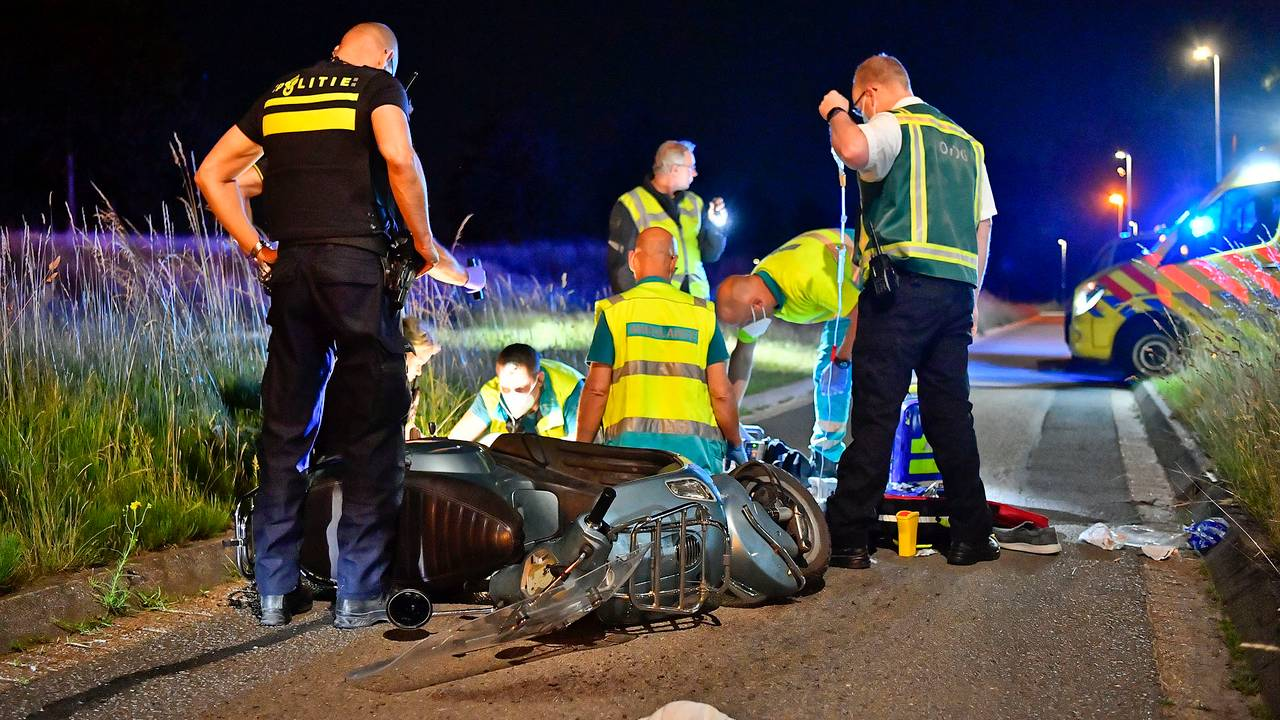 Scooterrijder zwaargewond na ongeluk in Veldhoven, traumaheli opgeroepen.