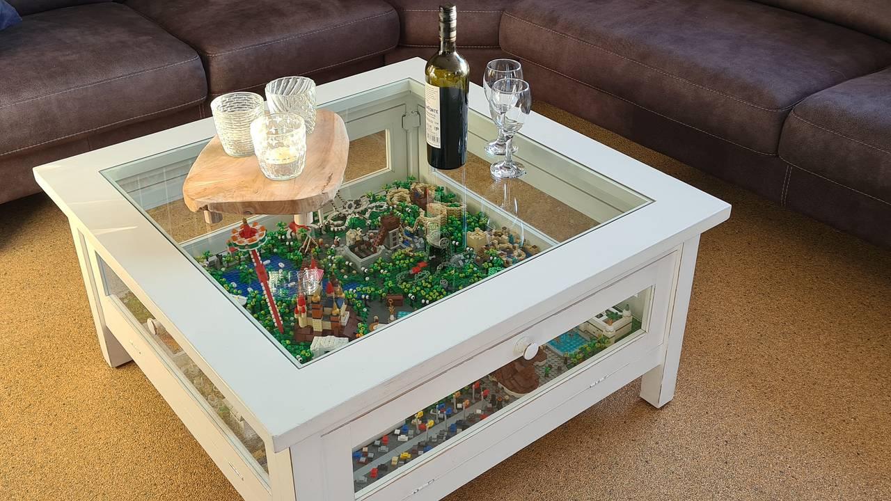 Lego-salontafel vol Efteling-iconen laat het internet kwijlen: 'Het is een kunstwerk' - Omroep Brabant
