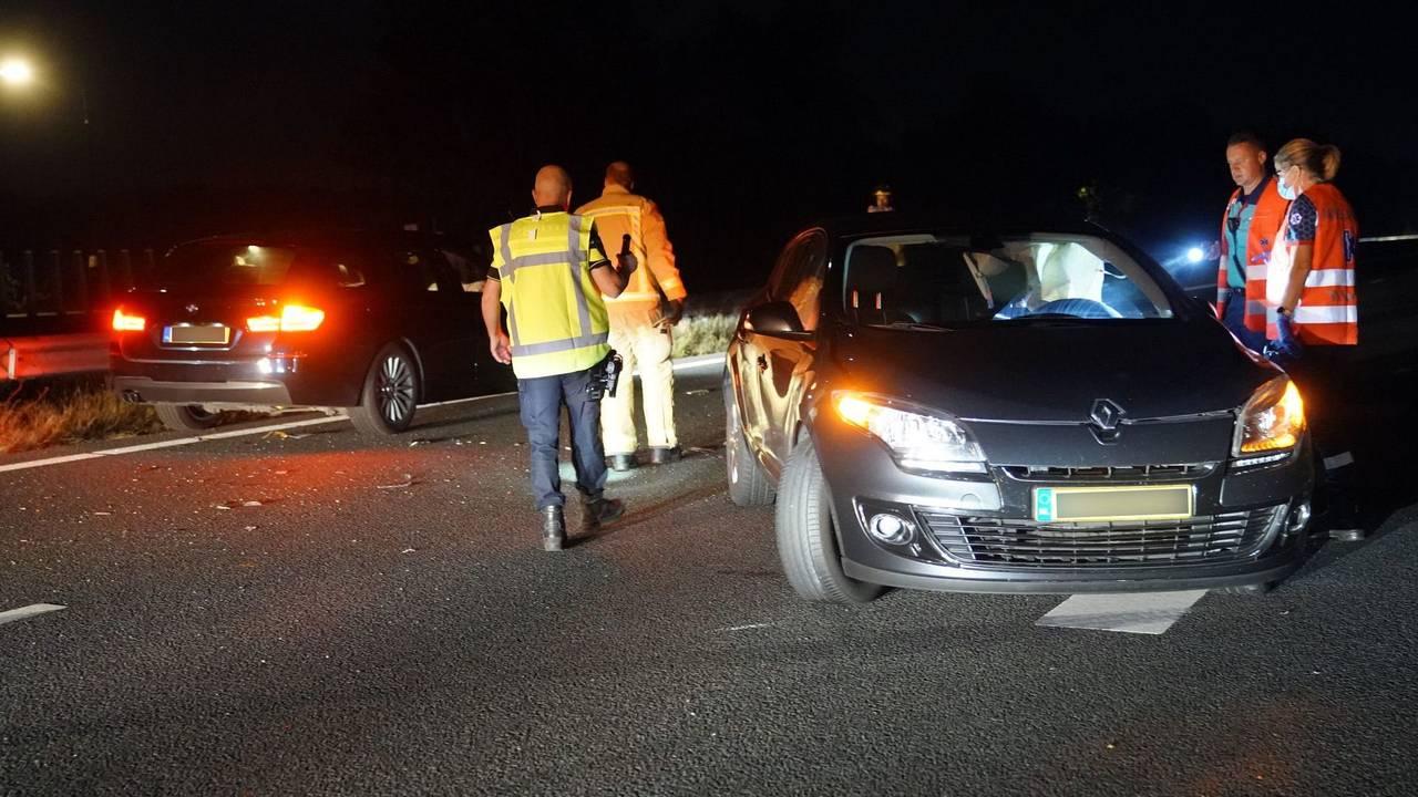 Puinhoop op A2 na ongelukken bij Maarheeze, snelweg uur lang dicht.