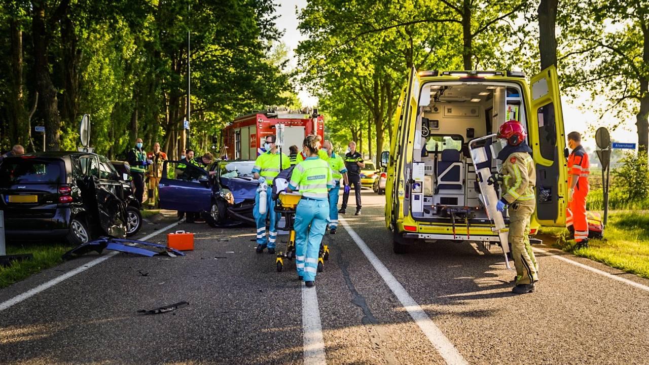 Automobilist ernstig gewond bij botsing in Nuenen, man aangehouden.