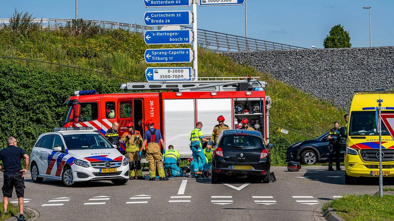 Motorrijder ernstig gewond bij aanrijding in Waalwijk.