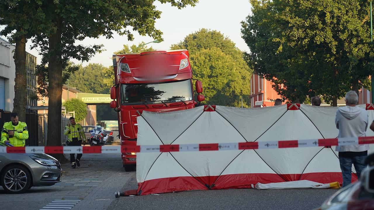 Fietser overleden na ongeluk met vrachtwagen in Dongen.