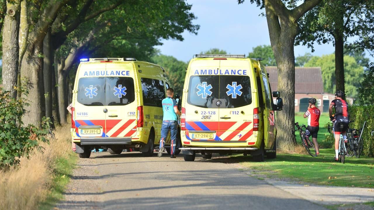 Wielrenner zwaargewond na aanrijding in Someren.