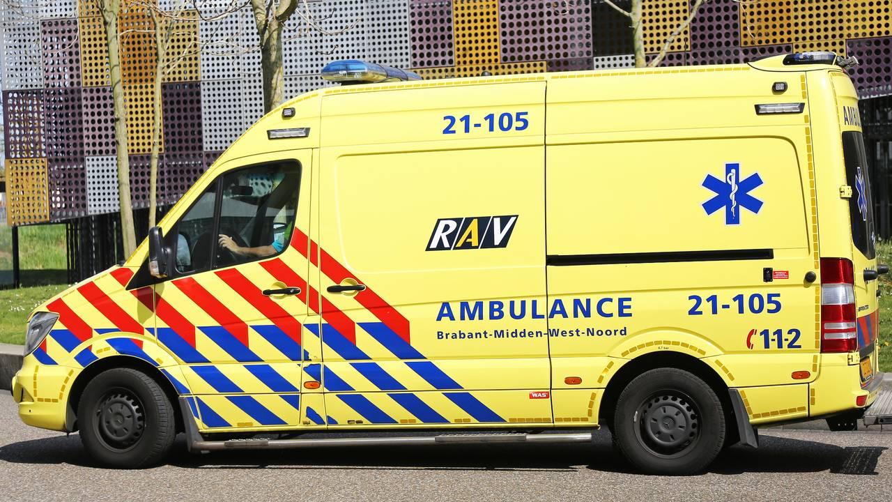 Bijrijder trekt aan stuur van auto en veroorzaakt botsing in Breda.