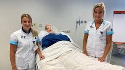 Nikki Pijnenburg en Floor Aken volgen de gespecialiseerde opleiding.