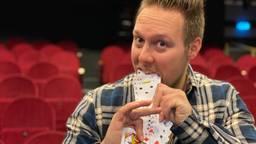 Lars van Tuijl houdt van grote trucs en timmert twaalf en half jaar aan de weg als goochelaar
