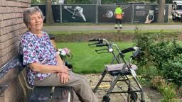 Tiny (90) kijkt vanuit voortuin op golftoernooi: 'Veel kwallen gezien'