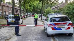 De politie zette de Karel Doormanstraat in Rijen af na de schietpartij (foto: Marcel van Dorst/SQ Vision).