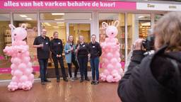 De eerste varkenswinkel van Nederland wordt geopend.