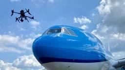 Vliegtuig met deukjes en scheurtjes: deze drone ontdekt ze allemaal