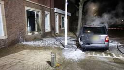 De schade aan het huis en de auto in Eindhoven is aanzienlijk (foto: Sem van Rijssel/SQ Vision).