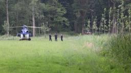Er is onder meer met een politieheli naar de vermiste man gezocht (foto: Sander van Gils/SQ Vision).