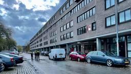 Onderzoek bij flat aan Echternachlaan is in volle gang (foto: Stan Hamacher).