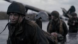 Scene uit de speelfilm met de Britse soldaten voor de 'glider' (foto: Slag om de Schelde/The Forgotten Battle).