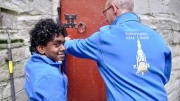 Ruben, klaar om de kerktoren te beklimmen. (Foto: Make a Wish Nederland)