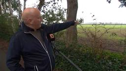 Ivo van Wijk legt uit waar de stal zou komen te staan.