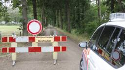 De weg in Landhorst is afgezet. (Foto: Saskia Kusters / SQ Vision)