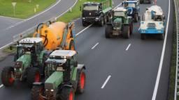 Boze boeren blokkeerden vrijdagavond delen van de A2 (foto: Omroep Brabant).