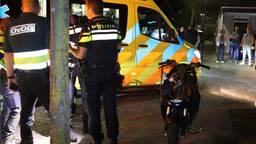 Het slachtoffer is in een ambulance naar een ziekenhuis gebracht (foto: Bart Meesters).