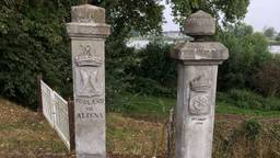 De geramde Kaaie Paole, twee historische grenspalen uit 1785 zijn terug