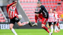 Olivier Boscagli (PSV, links) en Feyenoorder Bryan Linssen (foto: Orange Pictures).