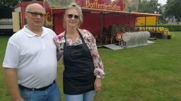 Rachelle en haar man zijn blij weer op de kermis te zijn.