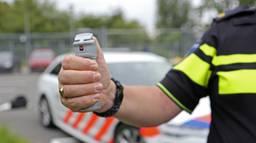 De agent moest pepperspray gebruiken (archieffoto: Karin Kamp).