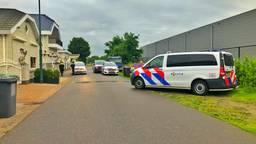 De politie rukte met meerdere wagens uit (foto: Rico Vogels/SQ Vision).