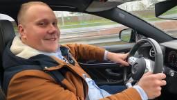 Thierry Aartsen drukt nog één keer het gaspedaal in tot 130 kilometer per uur. (Foto: Erik Peeters)