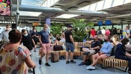 Vrijdag was de reis van 1400 passagiers op Eindhoven Airport vertraagd (foto: Omroep Brabant).