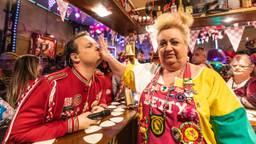 Carnaval met Jordy en Betty in het Fijnfisjenie Café