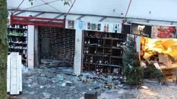 De totaal vernielde winkel in Heeswijk-Dinther (foto: Bart Meesters/SQ Vision Mediaprodukties).
