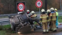 De auto vloog over de kop (foto: Gabor Heeres/SQ Vision Mediaprodukties).