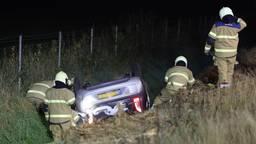 Auto slaat over de kop na botsing op A50 bij Schaijk
