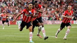 Dolle vreugde bij de PSV'ers na één van de treffers van Zahavi (foto: ANP).