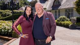 Peter Gillis met zijn vriendin Nicol bij hun villa in Pelt (foto: Wessel de Groot).