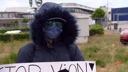 Marcelina demonstreerde donderdag bij Vion in Boxtel (foto: Omroep Brabant).