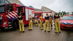 Tientallen brandweerlieden vertrekken naar Limburg om te helpen (foto: Walter van Bussel/SQ Vision)