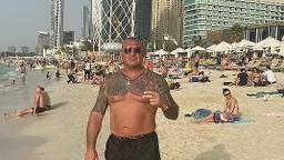 Otto op het strand in Dubai, begin dit jaar (foto: Instagram Klaas Otto).