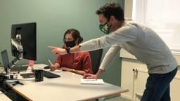 Epidemiologen Rana Jajou en Mike Berendsen (foto: Joris van Duin)