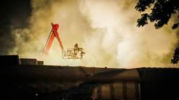 Grote brand in een bedrijfspand in Eindhoven (archieffoto: Sem van Rijssel/SQ Vision).