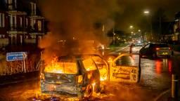 In Veen is opnieuw een auto in brand gestoken (foto: Marcel van Dorst/SQ Vision).