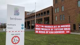 Steunbetuigingen voor medewerkers van Bernhoven in Uden (foto: Joris van Duin).