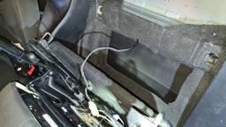 De verborgen ruimte in de auto (foto: politie)