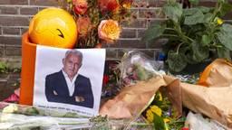 Bloemen voor Peter R. in Amsterdam (foto: ANP/Hollandse Hoogte/Herman Wouters).