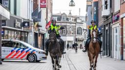 Politie te paard in het centrum van Tilburg (Foto: Jack Brekelmans - SQ Vision Mediaprodukties)