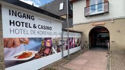 Zij-ingang van Playworld casino in Made (foto: Jan Peels)