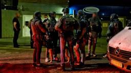 Bij de inval in het gebouw aan de Insulindestraat in Tilburg werd een arrestatieteam ingezet (foto: SQ Vision).