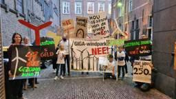 Demonstranten bij stadhuis Den Bosch (foto: Noël van Hooft)